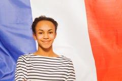 Härlig afrikansk tonårs- flicka med franskaflaggan Arkivfoto