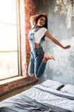 Härlig afro- amerikansk flicka fotografering för bildbyråer