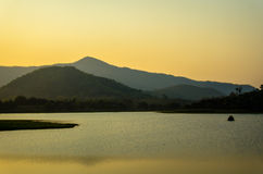 Härlig afton på sjön Arkivfoto
