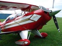 Härlig airshowPitts S-2 experimentell biplan Arkivbilder