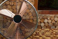 Härlig antik fan på träbakgrunder, objekt Royaltyfri Fotografi