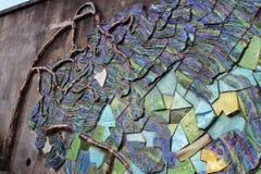 Härlig arbetskonst med stenar på väggen Royaltyfri Fotografi