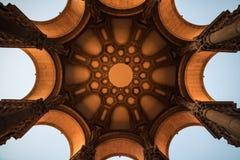 Härlig arkitektur av pajasbågen i San Diego, Kalifornien arkivfoto