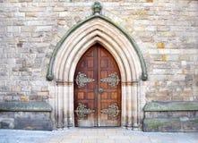 Härlig arkitektur av tillträdeet in i den gamla kyrkan i centrum av Birmingham, Förenade kungariket Arkivbilder