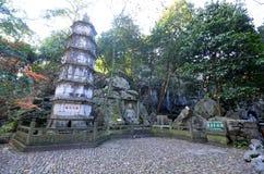 Härlig arkitektur i den forntida buddistiska templet, Lingyin vikarie royaltyfria foton