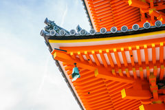 Härlig arkitektur i den Kiyomizu-dera templet Kyoto, Japan Arkivbilder
