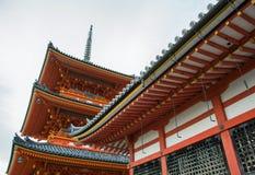 Härlig arkitektur i den Kiyomizu-dera templet Kyoto, Japan Royaltyfri Fotografi