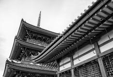Härlig arkitektur i den Kiyomizu-dera templet Kyoto, Japan & x28; svart och white& x29; Royaltyfri Foto