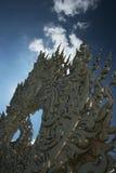Härlig arkitekturbeståndsdel i den Rong Khun templet på Chiang Rai det nordliga Thailandet Arkivbild
