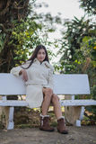 Härlig asiatisk flicka i vinterlag Royaltyfria Foton