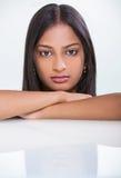 Härlig asiatisk indisk kvinnaflicka för stående royaltyfria foton