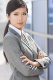 Härlig asiatisk kinesisk kvinna eller affärskvinna Fotografering för Bildbyråer