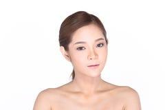 Härlig asiatisk kvinna med det sunda hudbegreppet för brunnsort, proper rengöring Royaltyfri Bild