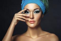 Härlig asiatisk kvinna med hijab Etnic skönhetstående perfekt royaltyfria bilder