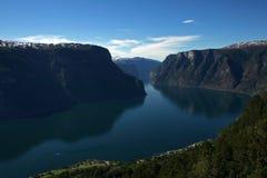 härlig aurlandsfjord Arkivbild