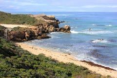 Härlig australisk stenig kustlinje Arkivfoton