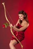 Härlig bågskyttkvinna Royaltyfri Bild