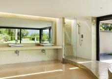 härlig badrum Arkivbilder