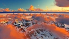 Härlig bakgrund för motivation för inspiration för landskap för berg för bergsolnedgångvinter under moln stock video