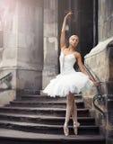 Härlig balettkvinna på trappa Fotografering för Bildbyråer