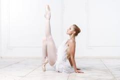 Härlig ballerina för ung kvinna Arkivbild