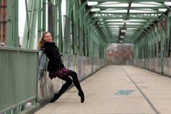 Härlig ballerina på gatan royaltyfri foto
