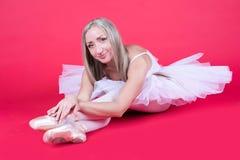 Härlig ballerina som vilar, når utbildning fotografering för bildbyråer