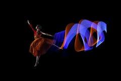 Härlig ballerinadansare med färgrik ljuseffekt Royaltyfri Bild