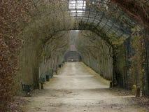 Härlig bana på trädgården av den Compiegne slotten Arkivbilder