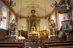 Härlig barock inre av Sts Martin kyrka i Hachiville, Luxembourg vid seminariet av Eberhard Hennes från Neuerburg royaltyfria bilder