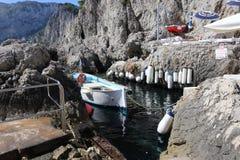 Härlig beachclub på Capri Italien royaltyfri bild