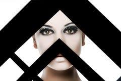 härlig behind svart ram över den vita kvinnan Fotografering för Bildbyråer