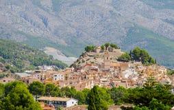 Härlig bergby Polop de la Marina, Spanien Royaltyfri Bild