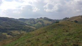 Härlig bergsikt i vår Arkivfoto