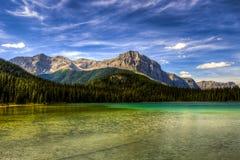 Härlig bergsommar som fotvandrar sikter Arkivbilder