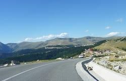 Härlig bergväg i Rumänien, Transalpina royaltyfri fotografi