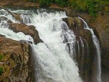 Härlig bergvattenfall royaltyfri fotografi