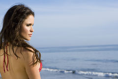 härlig bikinibrunettmodell Arkivbild