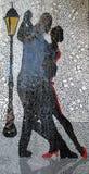 Härlig bild i en väggmålning av argentinska tangodansare med en lykta bak Buenos Aires Argentina royaltyfri illustrationer