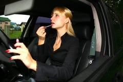 härlig bilkvinna Arkivfoto