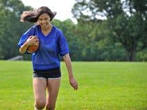 härlig biracial kvinnligfotbollsspelare Royaltyfria Foton