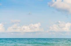 härlig blå havssky Fotografering för Bildbyråer