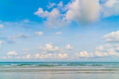 härlig blå havssky Arkivfoto