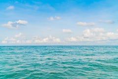 härlig blå havssky Royaltyfri Bild