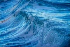 Härlig blå havvåg i Costa Brava som är kust- i Spanien Arkivfoto