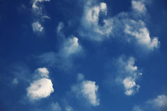 Härlig blå himmel med moln Royaltyfri Foto