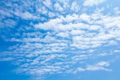 Härlig blå himmel med molnet Royaltyfria Foton