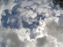 Härlig blå himmel mycket av moln Royaltyfria Foton