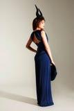 härlig blå klänningståendekvinna Royaltyfria Foton
