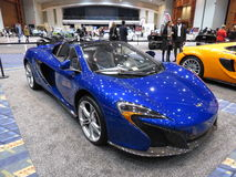 Härlig blå Mclaren sportbil Royaltyfri Bild